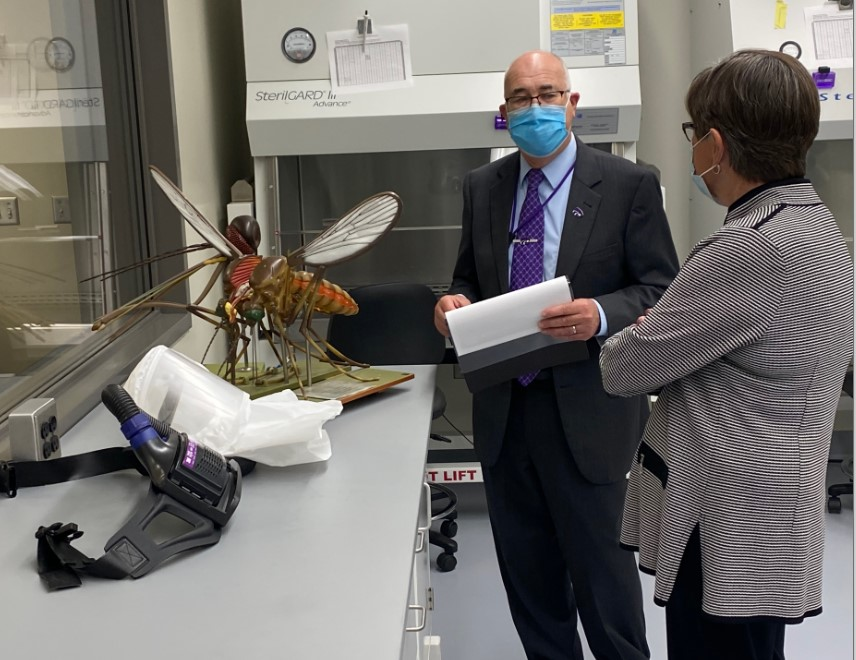 Dr. Higgs explains the SARS-CoV-2 study to Governor Kelly at the BRI..